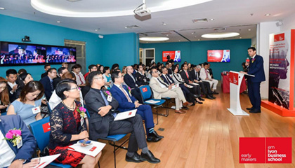 The Meeting with the Deans of emlyon business school and the Strategic Cooperation Signing Ceremony Successfully Held in Shanghai
